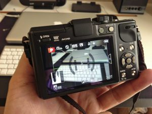 水準器の画面イメージ。EVFも背面液晶と同じ表示内容です。