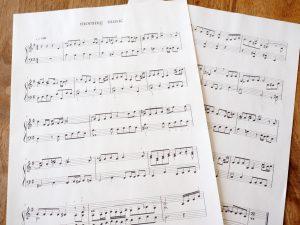 モーニングミュージックの楽譜です。音楽苦手な私は見ているだけで頭が痛くなりそうです。