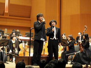 左が古代祐三さんで、右が指揮者の市原雄亮さん。