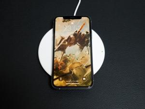 充電中のイメージ(壁紙は斑鳩です)