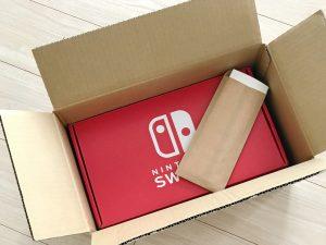 Switch本体とお手紙。
