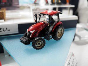 ヤンマーのトラクター。確かデザインはフェラーリも手がけた奥山清行氏ではなかったか。