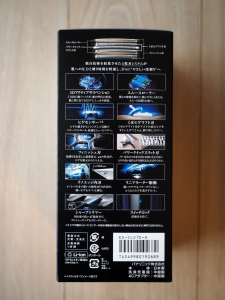 化粧箱側面その1。特徴がズラリと。シェーバー本体は日本製です。