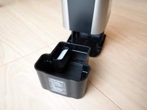 洗浄液のタンクは開口部が広く洗いやすい。