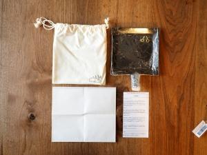 同梱品は鉄板の他、真鍮よーと2個、専用ポーチ、耐油紙袋、取扱説明書です。