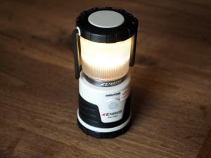 LEDを点灯したところ。ボタンが一つしかないので、モードの切り替えとか消灯とか覚えるまで若干手間取ります。