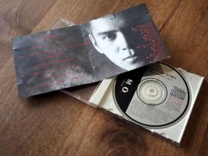 CDの中身。すごくシンプル。今回はステッカーなし。
