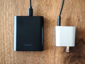 ベルキンの充電器とチーロのバッテリーをUSB-Cケーブルで接続。なお、USB-C to Cケーブルはチーロのバッテリーに付属しています。