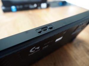 キーボード側の差し込み口(micro USB)