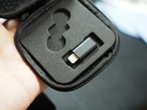 付属ケースにはコネクタを収納しておくことができます。