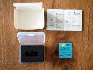 箱の中はレンズと説明書と日本語のメッセージカード。アマゾンにレビューを書いてくれとのこと。