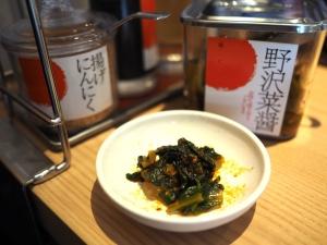 テーブルにあった「小松菜醬」がピリ辛で美味い。チャーハンによく合います。