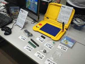 これは珍しい、セガの幼児向け知育玩具「キッズコンピュータ・ピコ」です。CPUはなんとメガドライブと同じMC68000です。