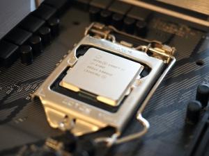 ちょっと奮発して第9世代のcore i7を購入。GPUが無い「F」だけど。