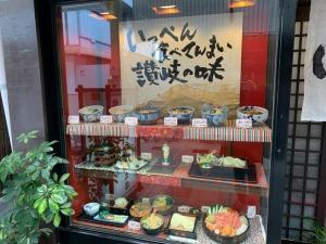 香川県にきたら当然のように讃岐うどんですよね。