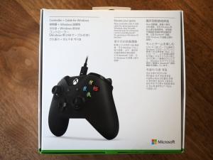 箱の裏面。Xboxって日本ではあまり売れてないけど、ちゃんと日本語での説明書きがあって安心した。