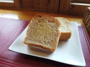 セットのパン。ライスも選べます。