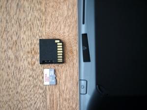 小さめのmicroSDカードアダプタを購入。