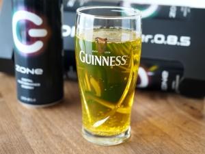 色はこんな感じ。グラスがギネスなのは気にしないでください。