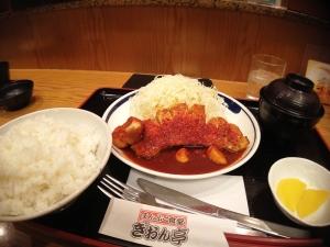 こちらが「博多辛味噌トンテキ定食」ごはんは大盛りです。