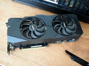 今回入院予定の「GeForce RTX 2070 SUPER」さま。