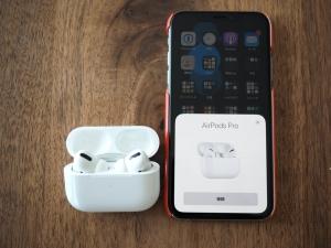 iPhoneに近づけるとあっという間に認識してくれます。Appleエコシステムの安心感よ。