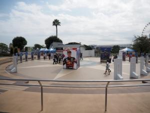 全F1ドライバーのほぼ等身大パネルコーナー。みなさんごひいきのドライバーのところで写真を撮られていましたが、キミ・ライコネンは女性ファンが多かったですね。さすが。
