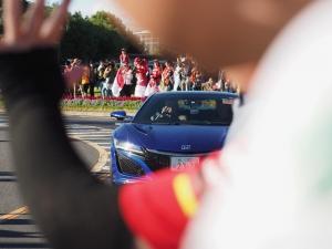 トロロッソカラーのNSXで登場、ピエール・ガスリー選手。