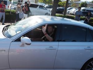 そしてオチはTOYOTAクラウンに乗ったロマン・グロージャン選手。なぜクラウン!(笑)