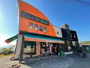 国道501号線沿いにあるお店「海の駅 塩屋」。もちろん海岸沿いにあります。