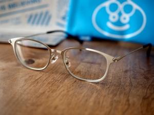 これがメタルスライムモデル。メガネ買ったの久しぶり。