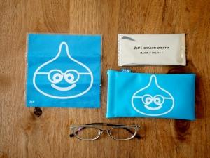 ドラクエメガネ一式。左がクリーナー、右上がアイテムコード、その下がメガネケースです。