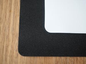 背景シートのアップ。わかりづらいですが、ウレタンっぽい素材でできてます。柔軟性はありますが、気を付けて扱わないと折り目とかは付きそう。