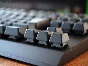 キー(とスイッチ)がむき出しになってるキーボード。入り込んだゴミとかもエアダスターで簡単に吹き飛ばせそう。