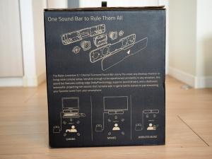 箱の側面その1。サテライトはフルレンジ2発とツイーター2発の模様。下にはサラウンドについての説明書きが。