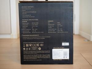 箱の側面その2。内容物と仕様ですかね。