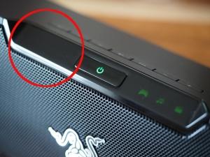 赤丸で囲んでいる部分にOPT、AUX、Bluetoothのインジケータ(ランプ)があります、ここが3つとも光ったらアップデート完了です。