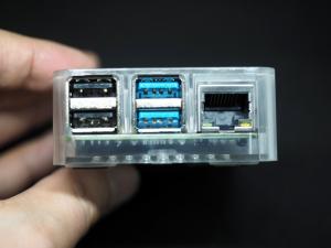 背面(?)の端子類、USB2.0が2つ、USB3.0が2つ、あとは有線LANポート。